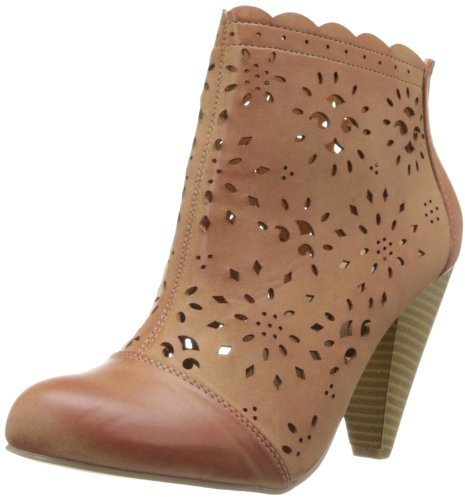 detailed neutral boots